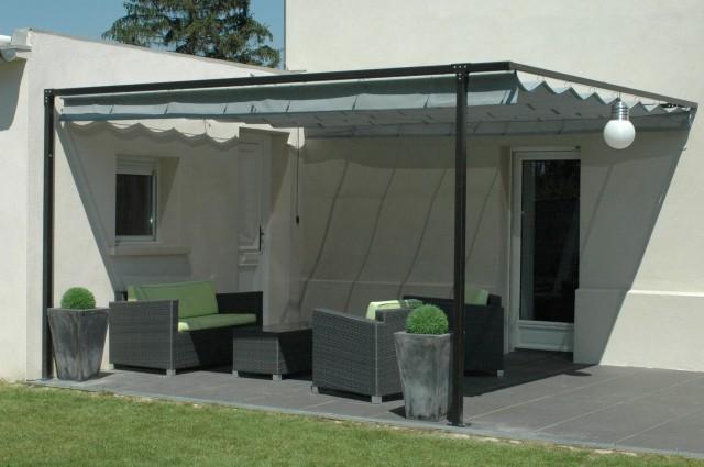 plus de confort et de convivialit sur cette terrasse plein sud. Black Bedroom Furniture Sets. Home Design Ideas