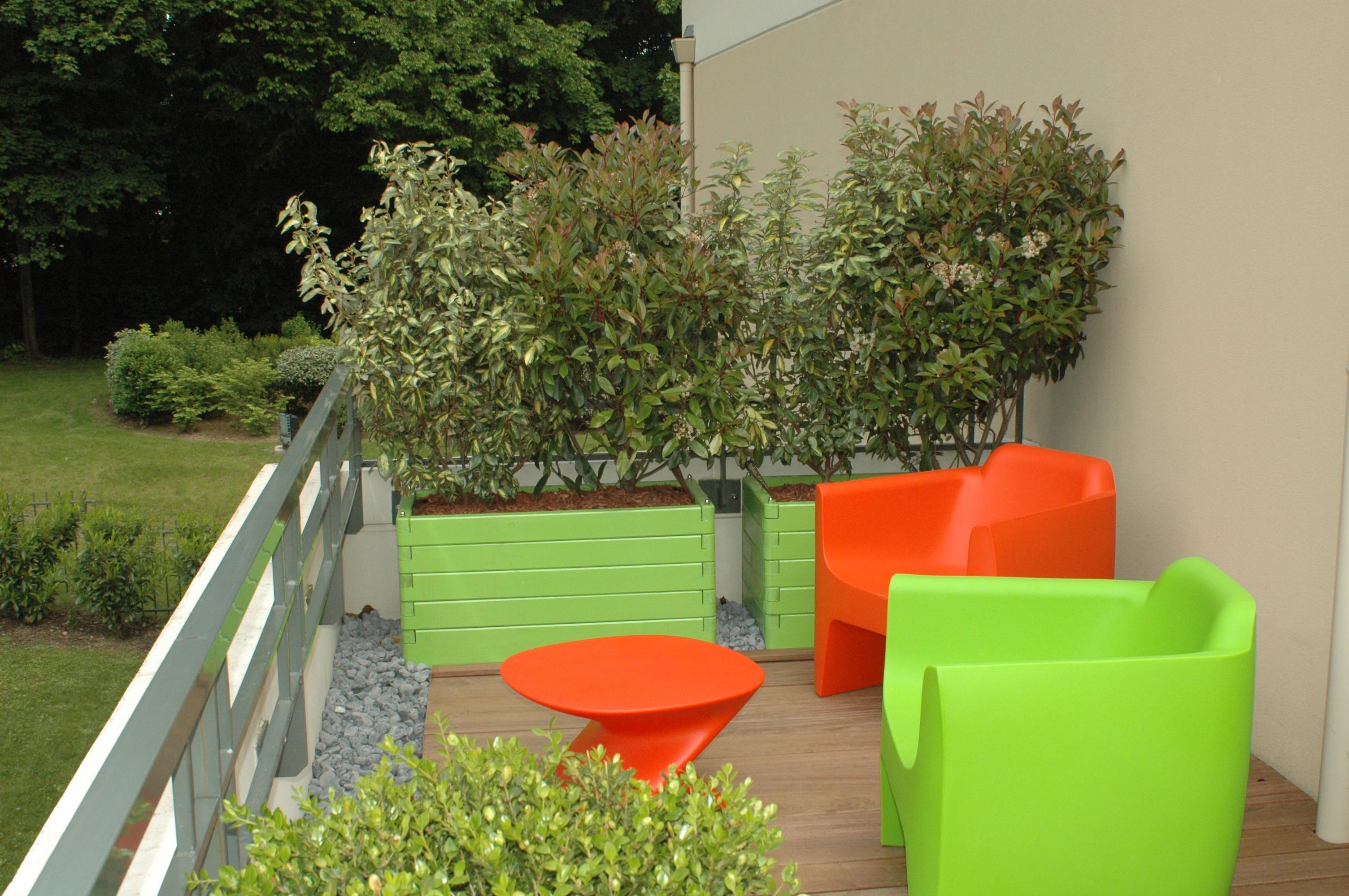 conception, réalisation de terrasses, lyon, ecully, qui est paul?, galets gris, terrasse ipé