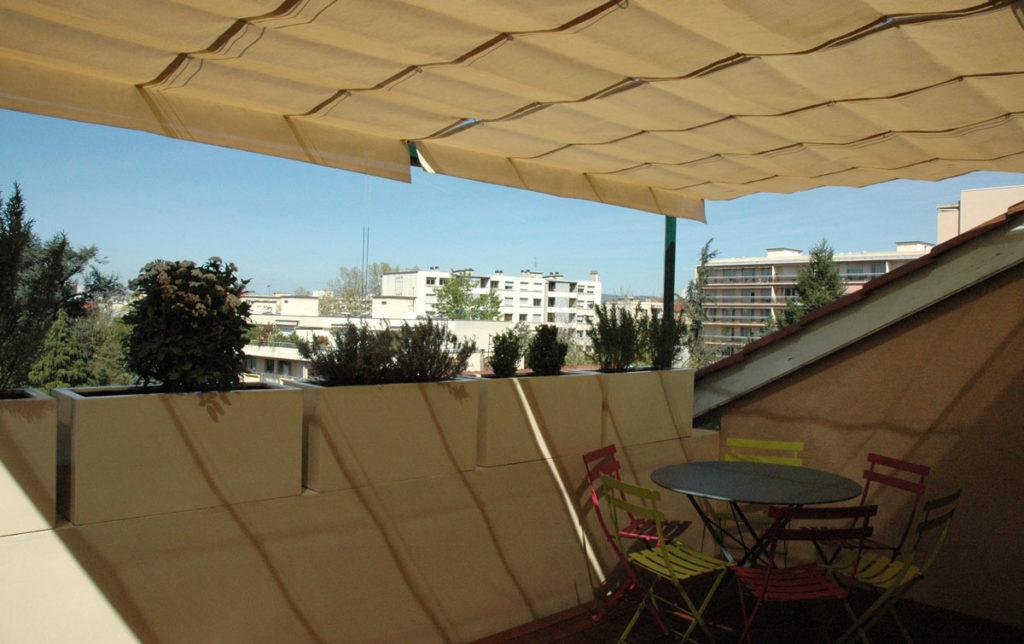 solution pour ombrager terrasse en plein soleil elegant les solutions pour se protger de la. Black Bedroom Furniture Sets. Home Design Ideas
