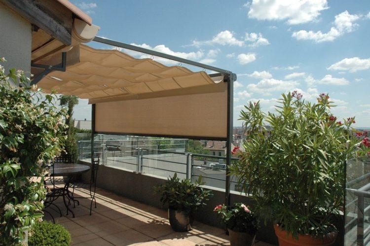 Pergola acier parfaitement adaptée aux terrasses en ville