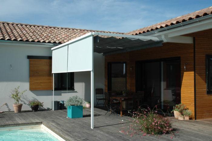 complter le confort de la pergola avec des toiles are qui abritent du soleil des vis vis et du vent with coupe vent terrasse retractable