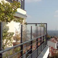 panneaux brise vent et brise vue sur terrasse d 39 immeuble. Black Bedroom Furniture Sets. Home Design Ideas