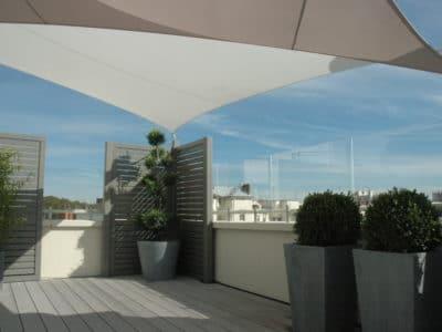 Coupe vent terrasse enPMMA sur terrasse d'immeuble