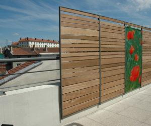 panneaux design brise-vue sur terrasse d'immeuble