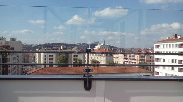 Coupe vent terrasse transparent préserve la vue